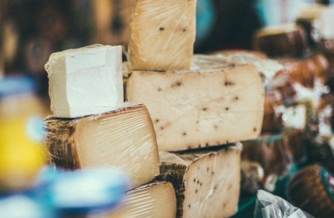 domowy ser przy użyciu podpuszczki